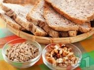 Рецепта Домашен многозърнест хляб със семена за хлебопекарна (с пшеничено, пълнозърнесто и ръжено брашно)